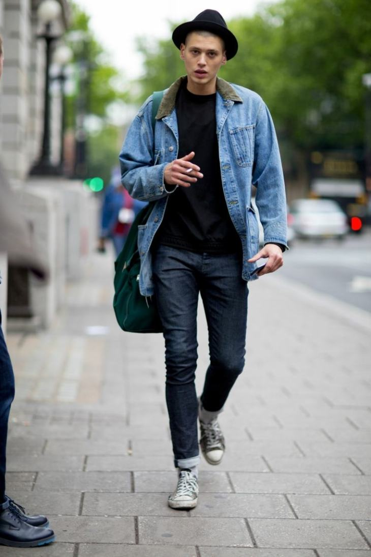 veste en jean tendance chapeau noir homme mode tendance