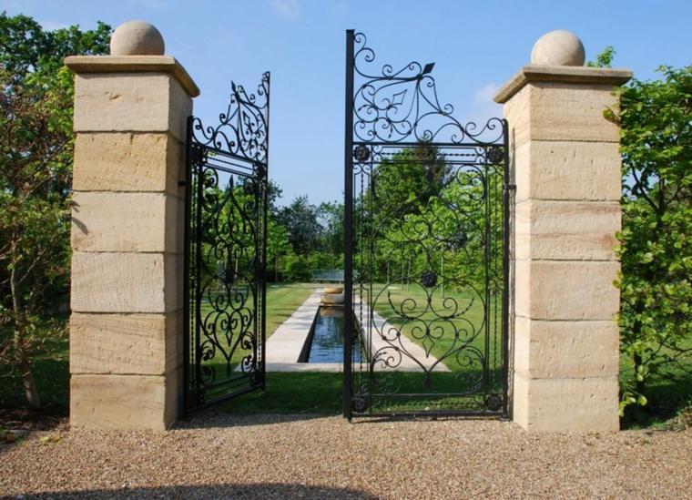 le jardin avec bassin aquatique 99