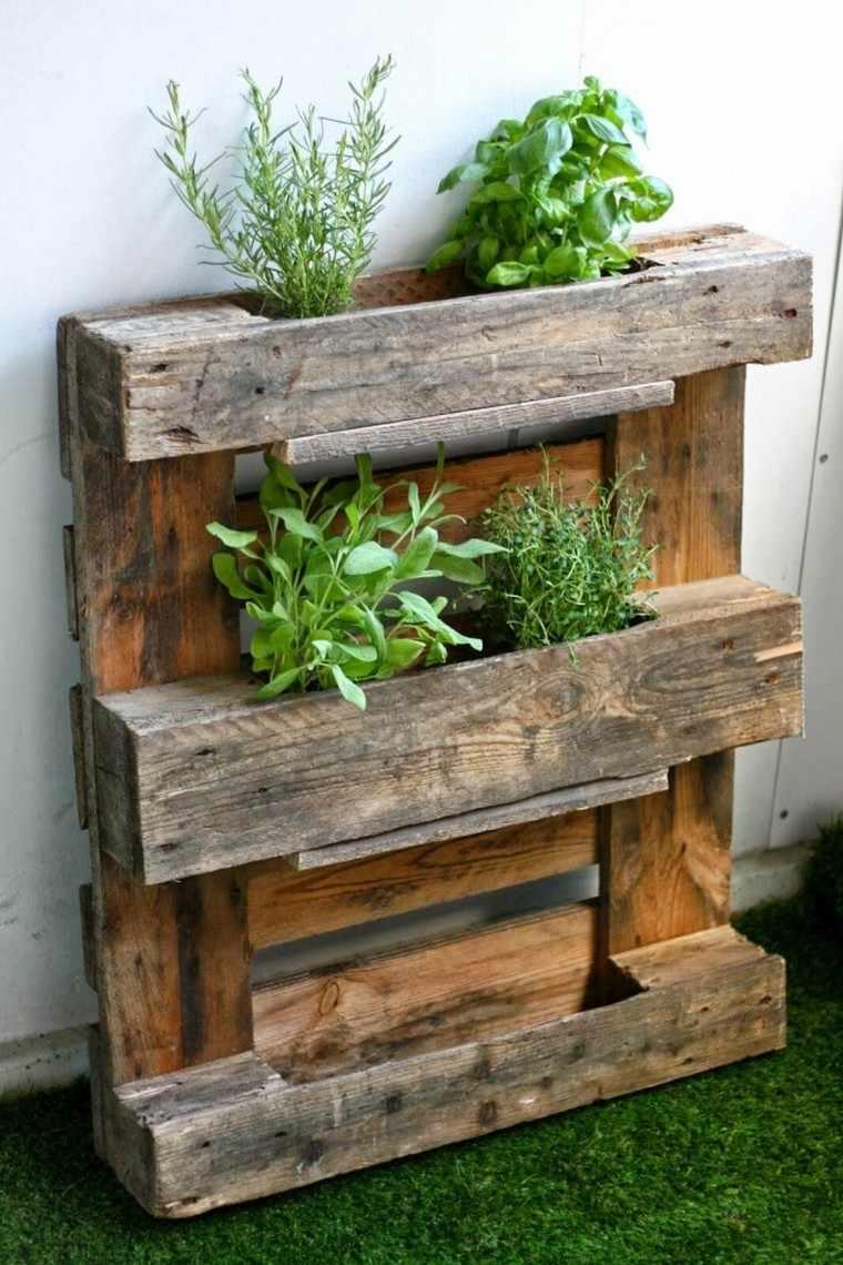 Fabriquer une jardinire verticale en palette  tutos et ides inspirantes en photos pour l