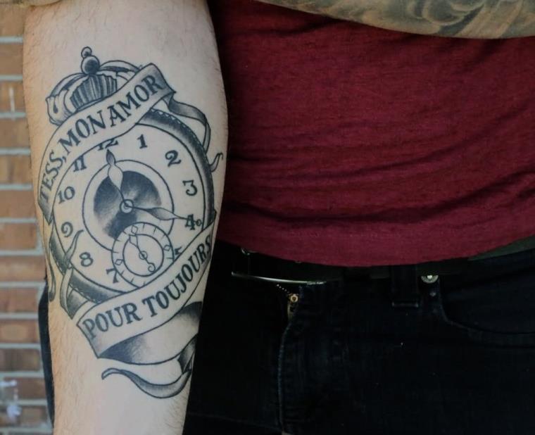tatouage avant bras homme inscription tattoo amour idee