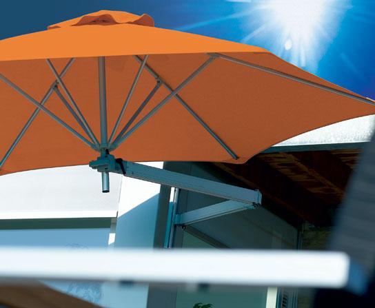 Le parasol mural Paraflex rjouit jardins et terrasses