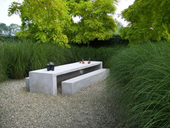 Meubles en bton ou sculptures de jardin