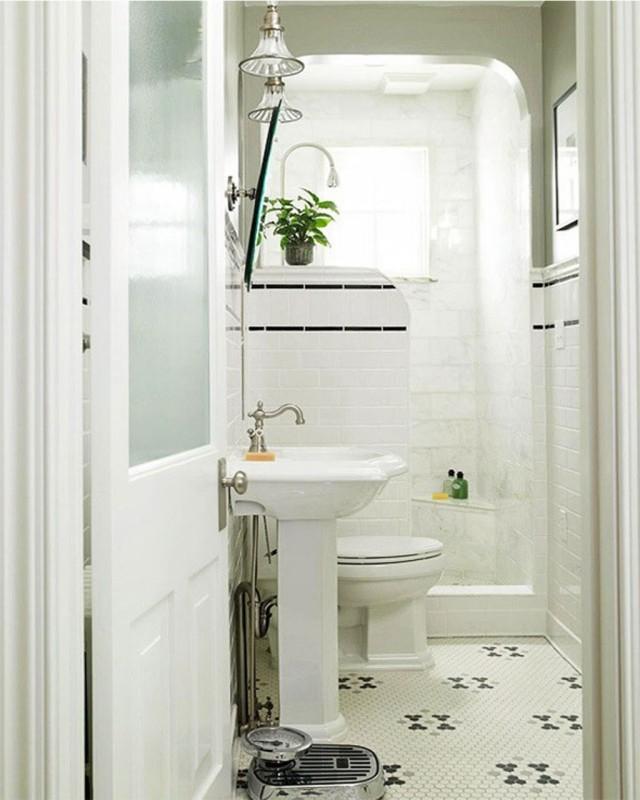 peinture-salle-bains-petite-blanche-carrelage-sol-motifs-noirs