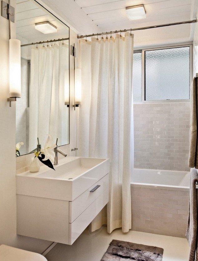 peinture-salle-bains-petite-carrelage-blanc-brillant-élégant-mobilier-blanc-tapis-gris