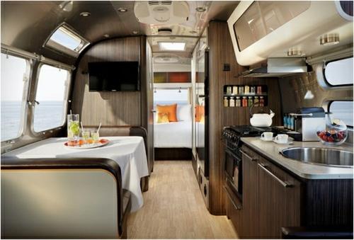 Un Camping Car De Luxe Hberge Le Style Et Lhospitalit