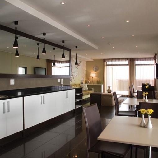 Manhattan Suites - Dining Area