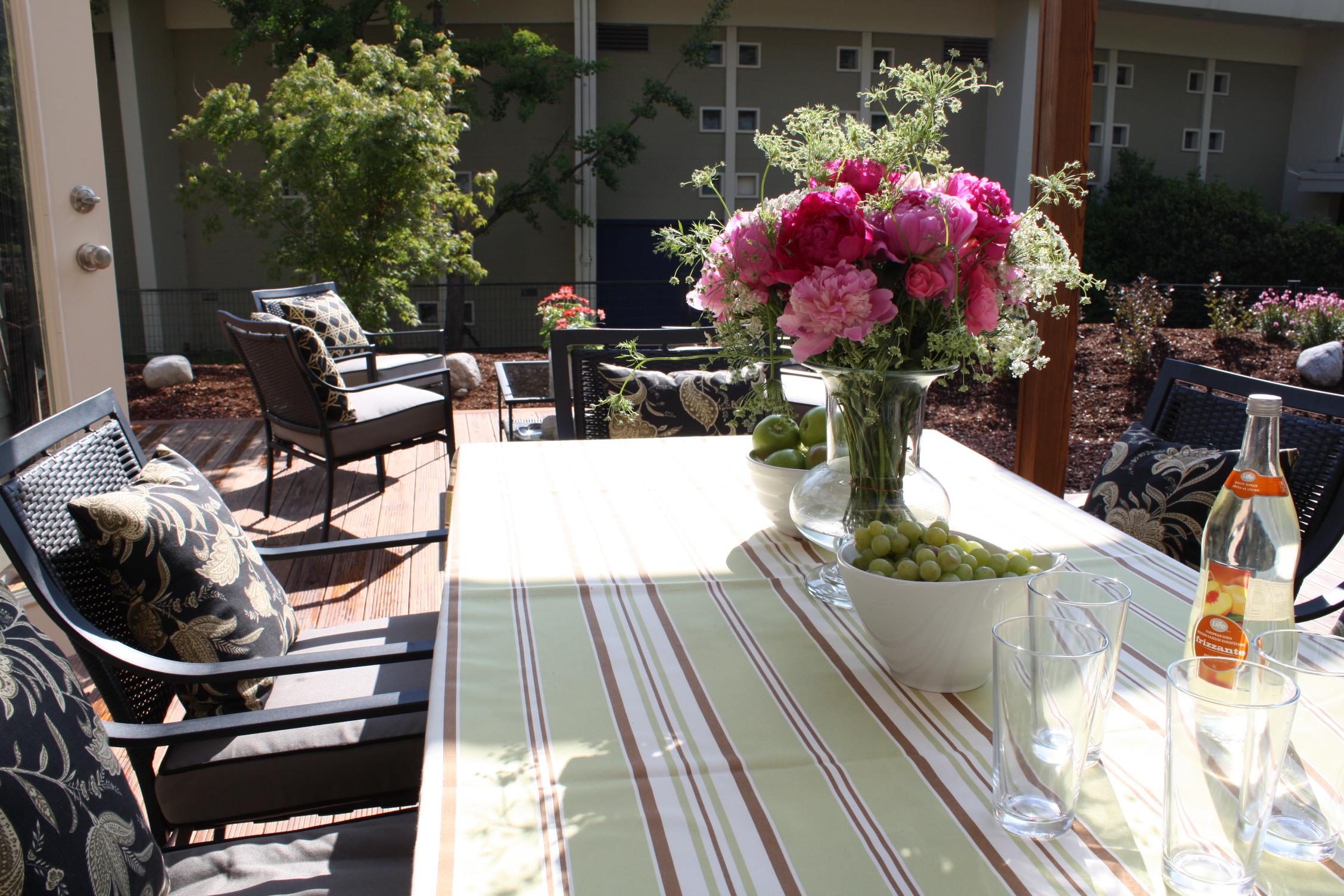 PNE Home Outdoor Dining ~ Decorator Sue Womersley