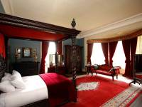Red Master Bedroom Decorating Ideas