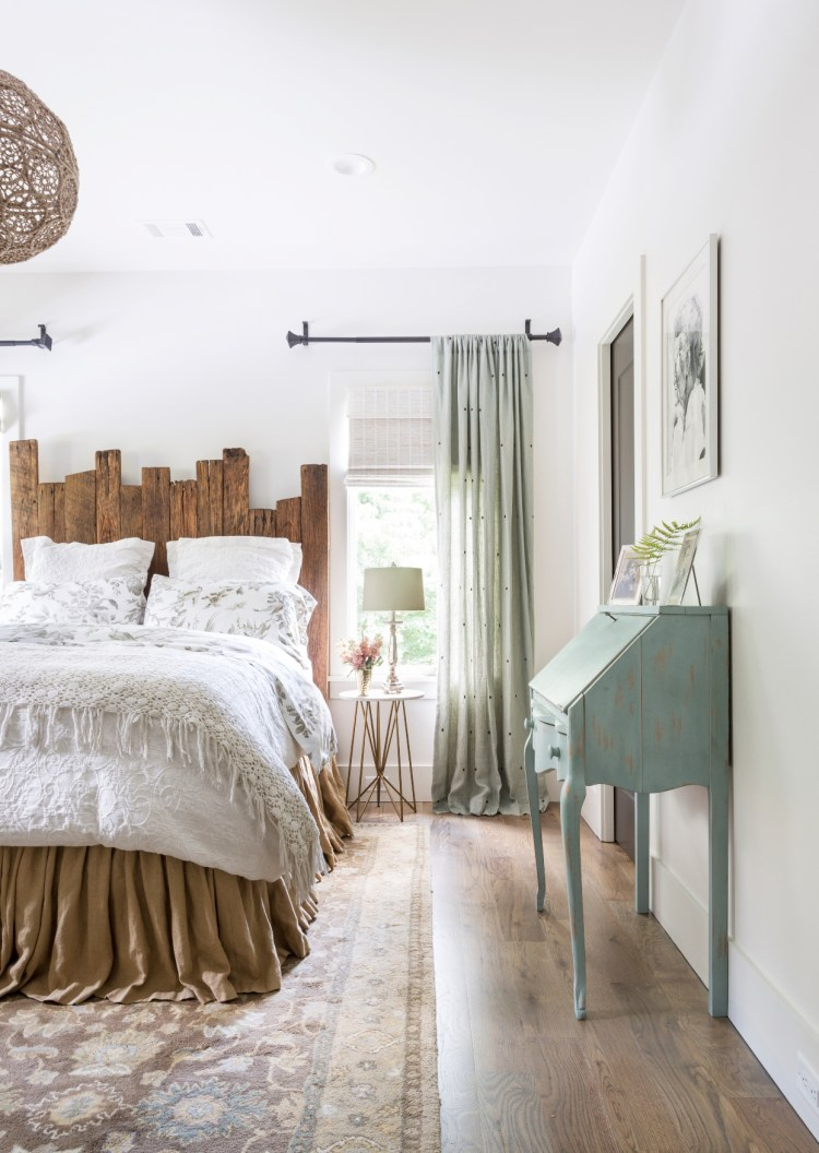 15 Cozy Bedrooms That Nail The Farmhouse Aesthetic Better Homes Gardens