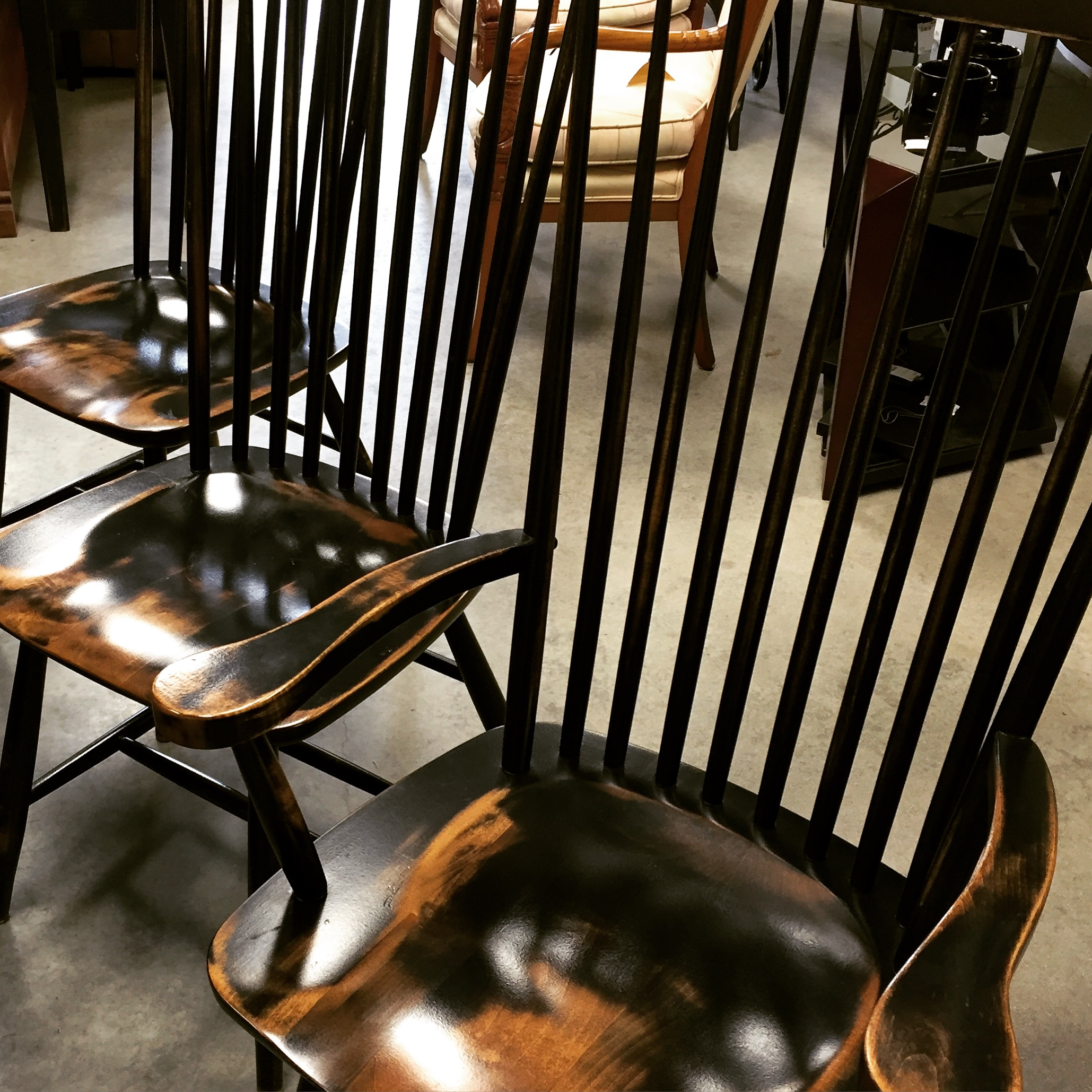 Set Of 6 1 Arm Black Distressed High Back Windsor Dining Chairs Sold Designsbyconsign