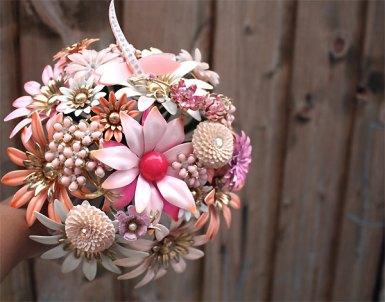 unique-wedding-flowers-vintage-brooch-bouquet-1.original