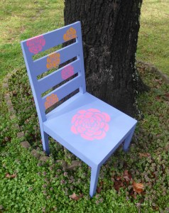 How to Reverse Stencil a Chair Using Vinyl