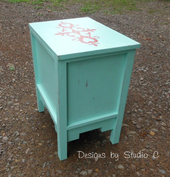 free DIY woodworking plans to build a monterrey side table SANY2473