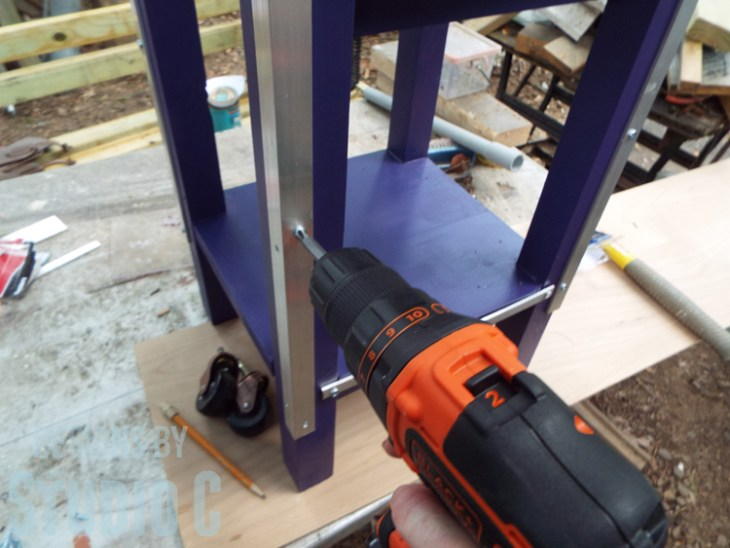 DIY Furniture Plans to Build a Portable Stand for Weights and PowerBlocks - Securing angle