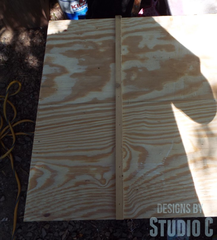 Build a DIY Large Circle Cutting Jig for a Bandsaw - Runner for Miter Slot