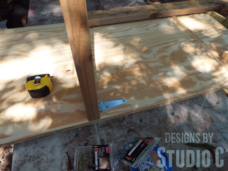 Build a DIY Large Circle Cutting Jig for a Bandsaw - Hinges on Jig