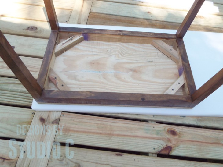 DIY Furniture Plans to Build an Upholstered Bench with Tapered Legs - Foam