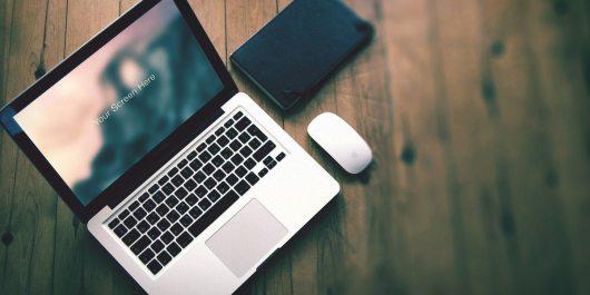Macbook-pro-photorealistic-mockup-set