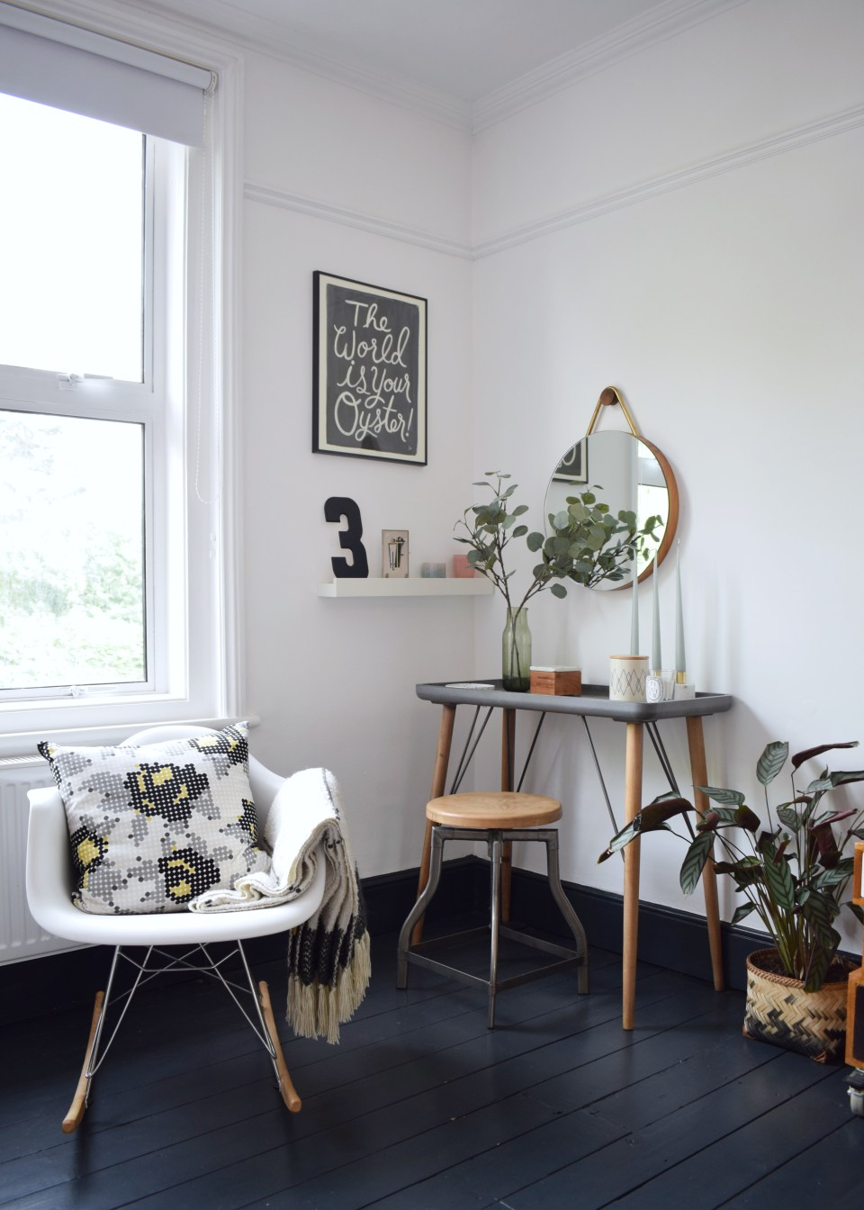 ideas and inspiration home decor - Scandinavian bohemian white and soft tones natural elements bedroom black painted floors