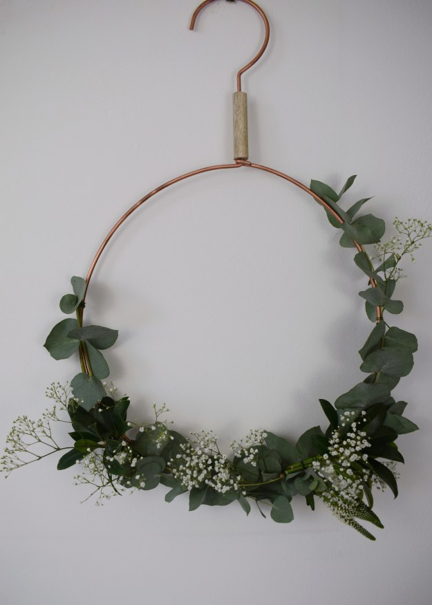 christmas craft, how to make christmas wreath, scandinavian fragrant simple eucalyptus decoration