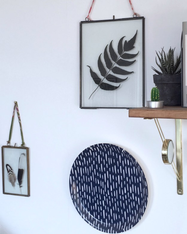 How to style a Vignette or suface, interior design stylist tips and tricks, tutorial on how to create interesting surfaces in the home, botanical eclectic bohemian style, dried leaves and feathers dsiplay