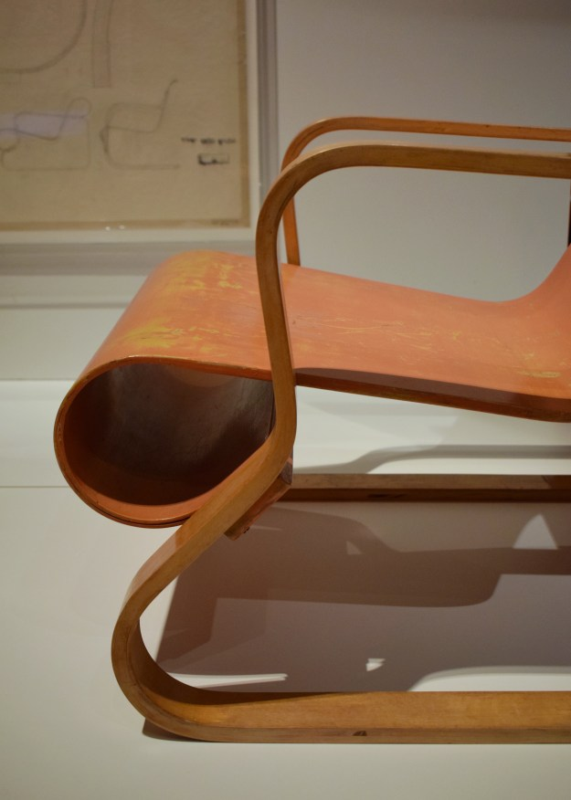 V&A Plywood Material of the Modern World aLVAR aALTO modernist chair