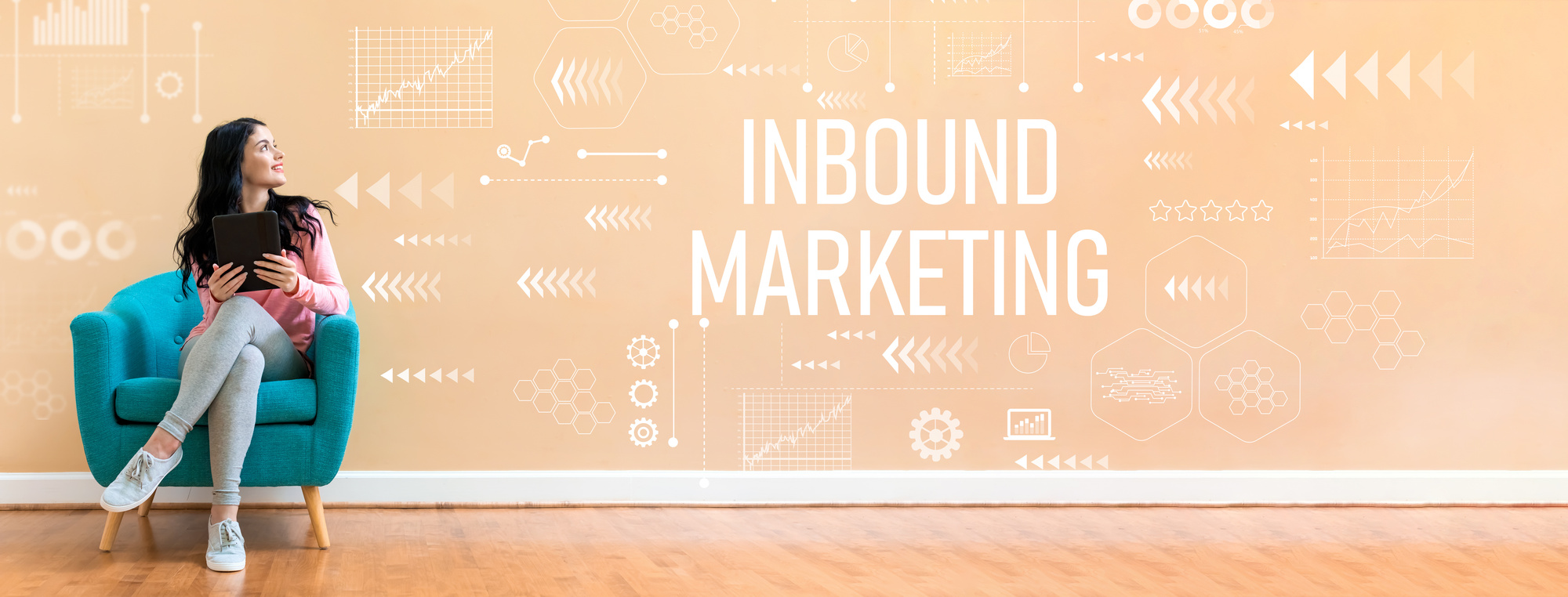 Inbound marketing with woman using a tablet