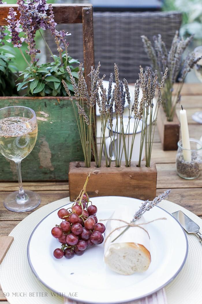 lavender-table-setting-al-fresco-baguette