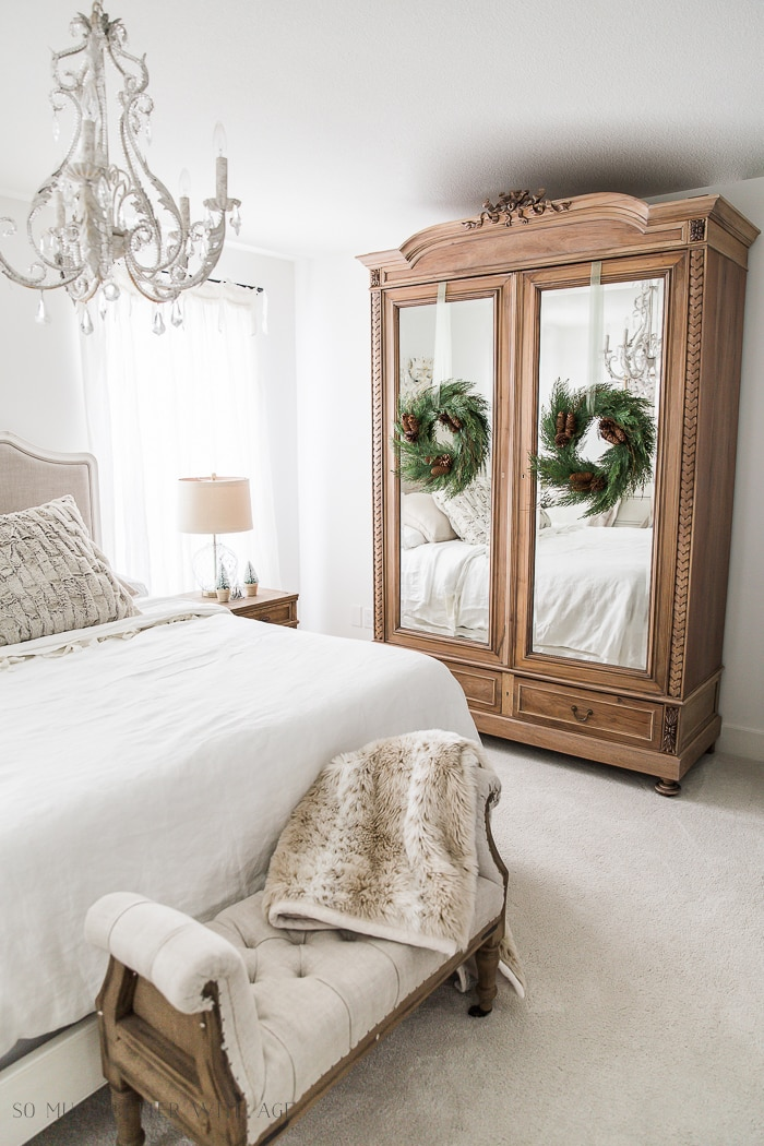 french-vintage-christmas-bedroom