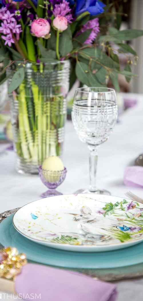Soft spring colors Easter table - designthusiasm.com