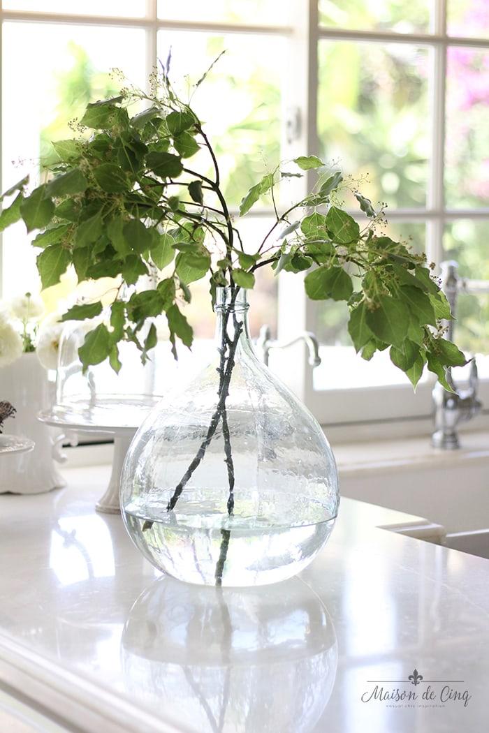 vase_in_kitchen