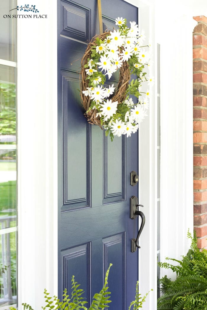 DIY Summer Daisy Wreath from On Sutton Place