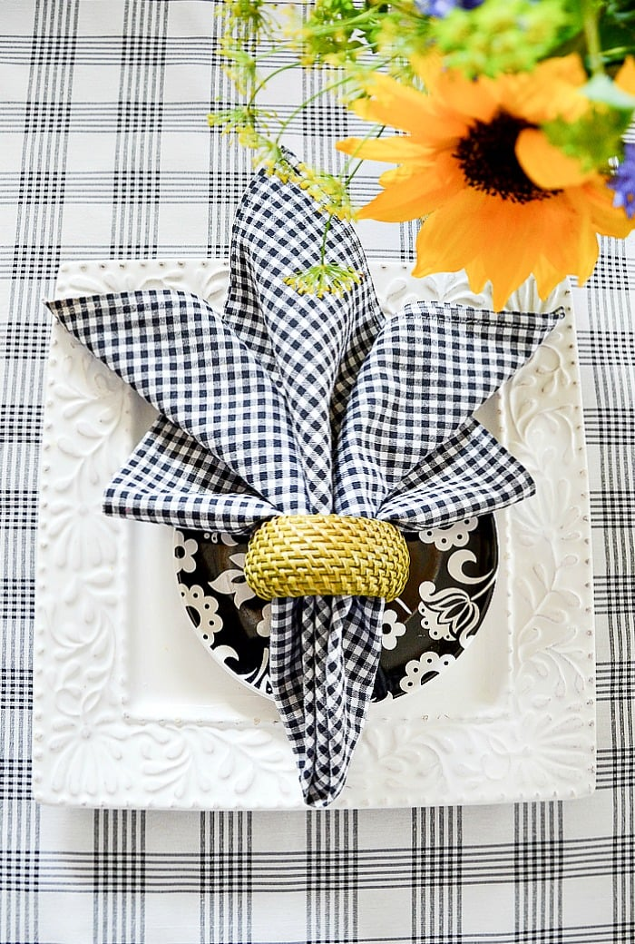 FAVORITE-SUMMER-NAPKIN-FOLDS