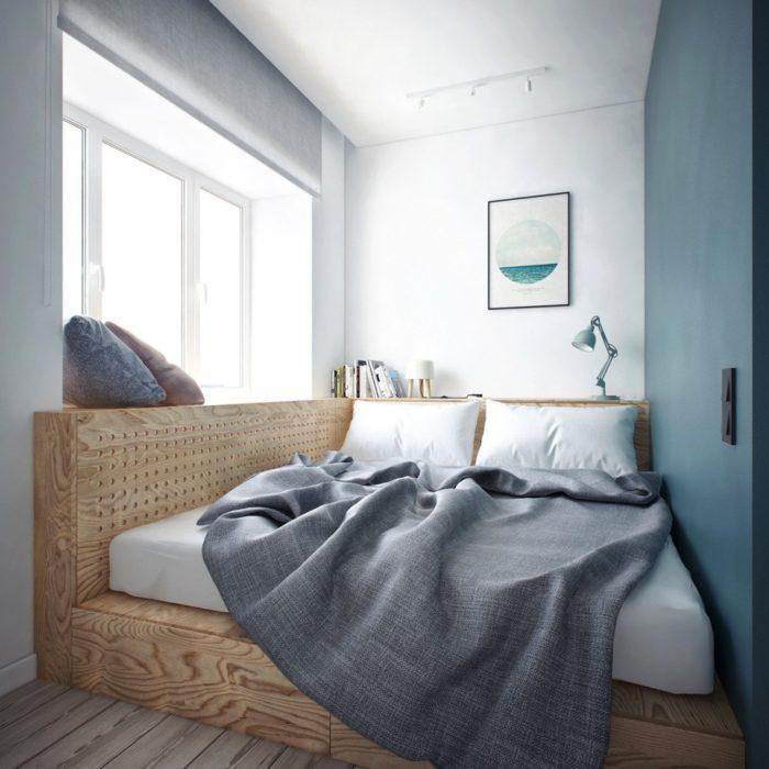 Кровать на подиуме в маленкой спальне