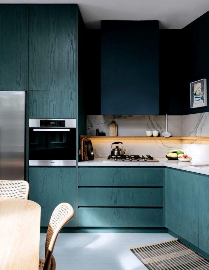 Modern mörkblå köksdesign