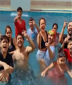 Neha Kakkar Marriage - Neha Kakkar's First Holi After Marriage, A Pool Party With Husband Was Seen Enjoying_Pic Credit Google
