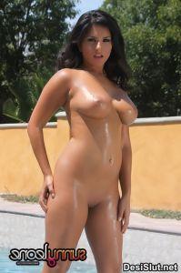 Sunny Leone Pool Side Chut Se Khelte Hue