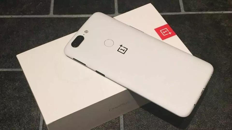 white OnePlus 6 phone