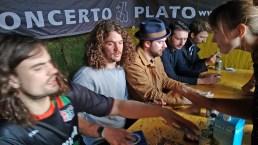 De Staat signeert onze CD's (Rocco loves us)