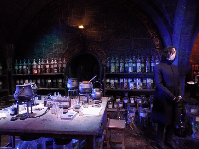 Photo de la salle des potions, aux studios Harry Potter à Londres