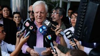 El hermano de Sergio Denis está preocupado por la salud del cantante y no denunciará al teatro Télam - A dos meses del accidente, Sergio Denis sigue internado en una clínica de rehabilitación - Télam