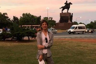 56b6272aa347e 400x266 - Mick Jagger saltó y bailó a un mes de su operación de corazón - Télam