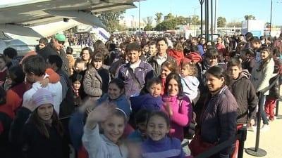 57fce20bbfab4 400x225 - Miles de adolescentes y jóvenes participan en Tecnópolis de un festival de Youtubers - Télam