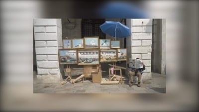 5ce6bcffca483 400x225 - Bansky denuncia con una representación artística el paso de cruceros en Venecia - Télam