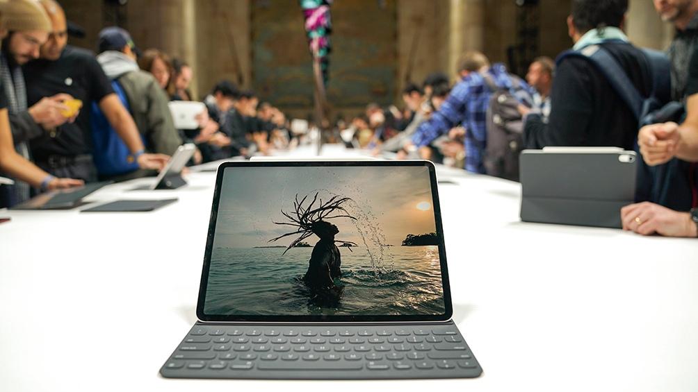 1560632380 151 Apple presentó una tablet orientada al uso avanzado una desktop y una notebook Télam - Apple presentó una tablet orientada al uso avanzado, una desktop y una notebook - Télam