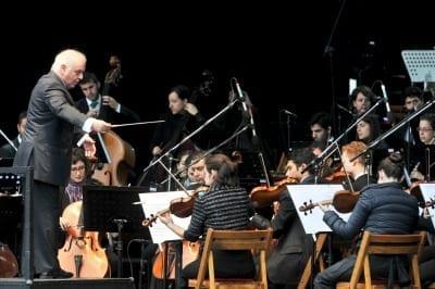 53e7b6400d012 400x266 - Barenboim fue nombrado director honorífico de la Filarmónica de Berlín - Télam