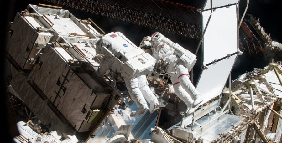 Por qué la primera caminata de mujeres en el espacio hizo historia