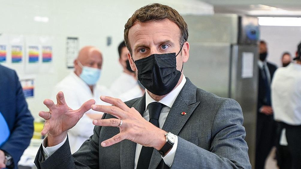 """""""Esta vez se quedan en casa ustedes, no nosotros"""", es la frase que más resonó del discurso del presidente francés Emmanuel Macron."""