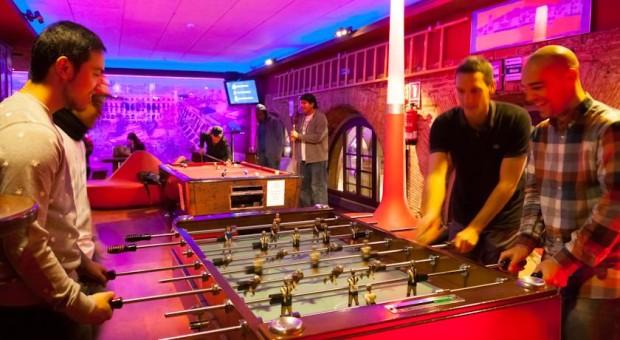 Party hostel divertido barcelona