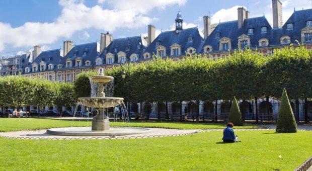 Hotel em Paris com ótimo custo benefíciol, localizado no Marais, melhor bairro de Paris, ao lado da Place des Vosges